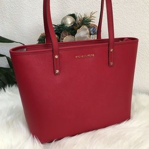 Michael Kors Jet Set MD zip top tote